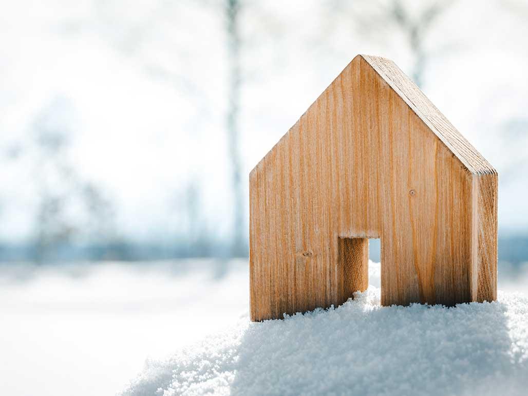 Holzhaus Mini im Schnee