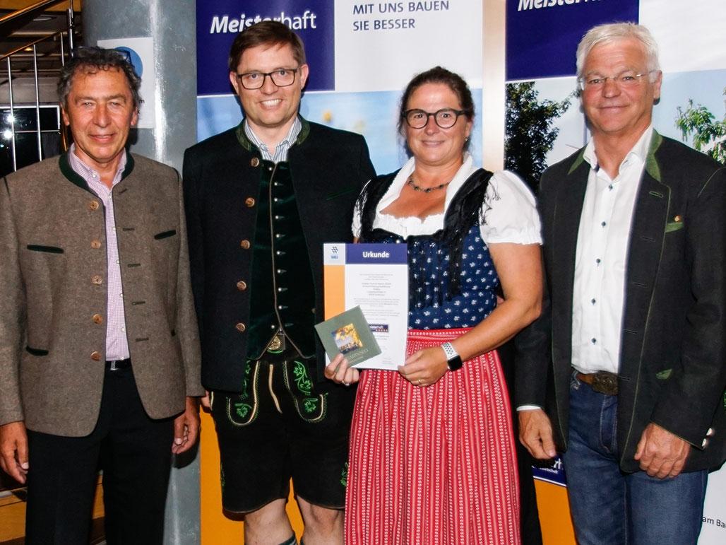 Übergabe der Auszeichnung an Herrn und Frau Vorholz